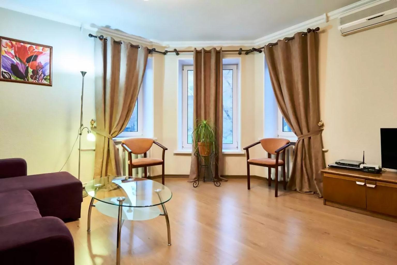 Однокомнатная квартира посуточно в Киеве, Нижний вал 41