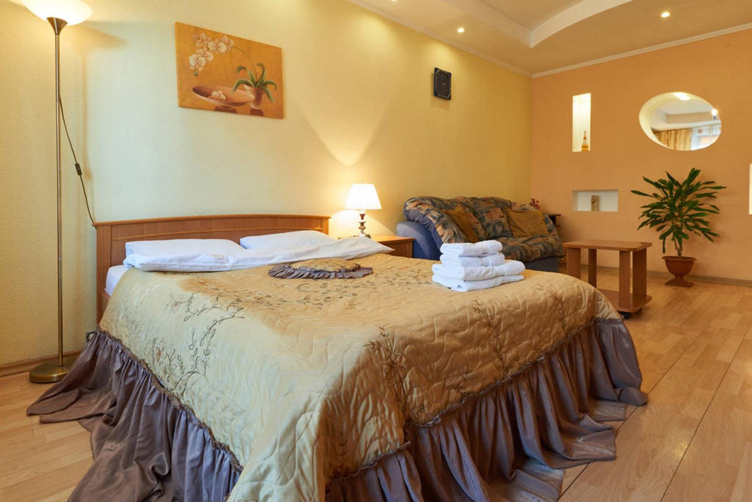 Однокімнатна квартира подобово, Мала Житомирская 10