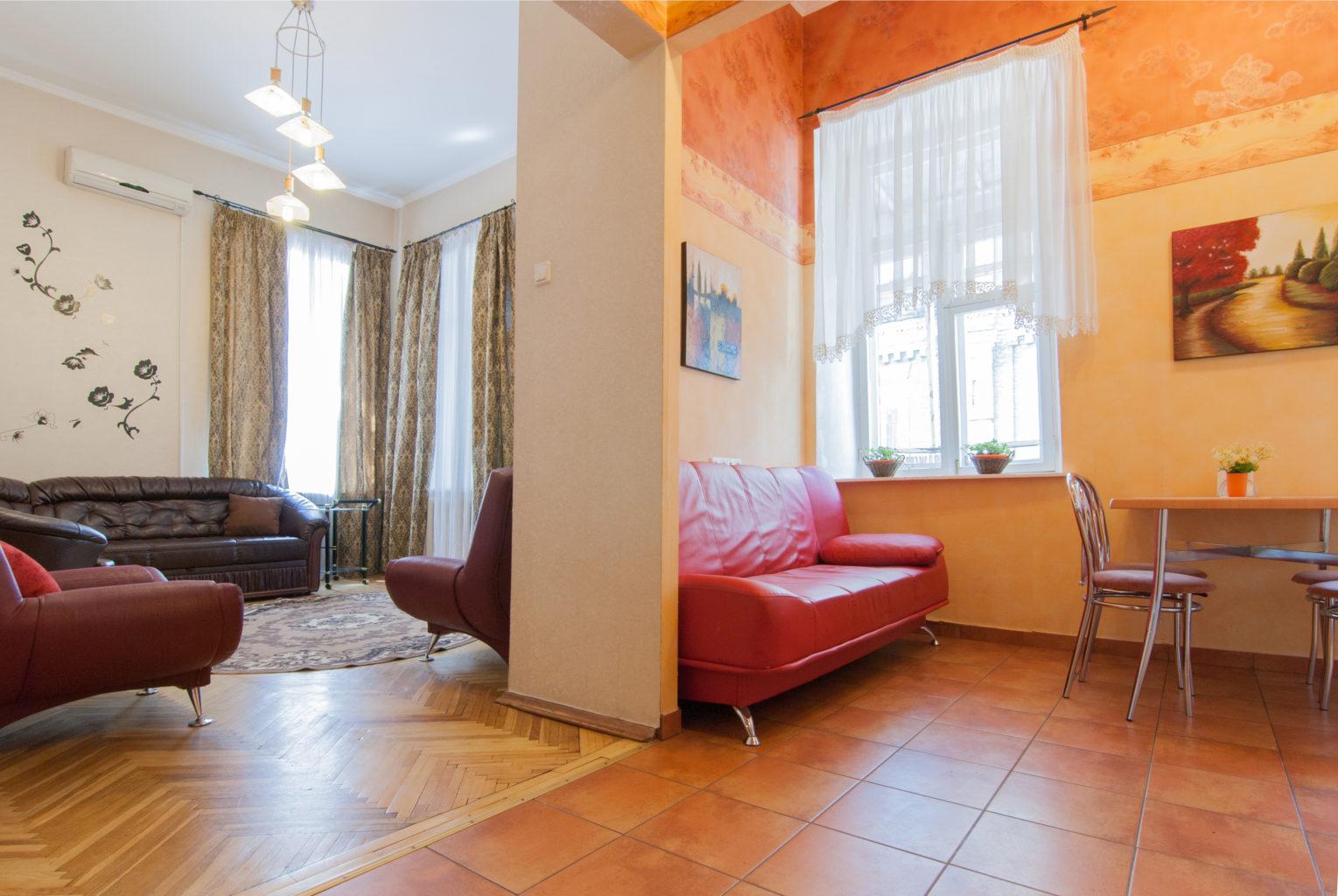 Квартира посуточно в Киеве Михайловская 24
